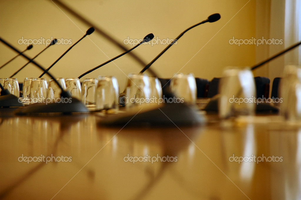 Microphones in the empty conference hall, business meeting details, business concept — Stock Photo #1979316