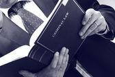 Abogado sosteniendo libro derecho penal — Foto de Stock