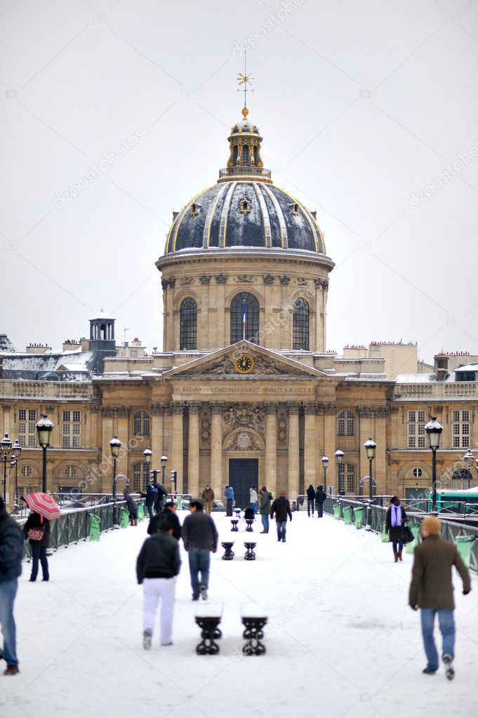 Snow in paris — Stock Photo #1983123