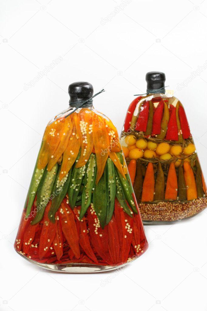 Декоративные бутылки с овощами