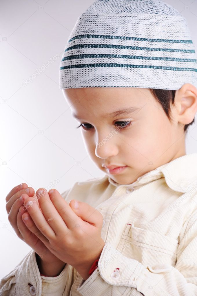 Muslim little cute kid with hat, isolated — Stock Photo #1928986