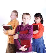 3 人の友人の本を保持します。 — ストック写真