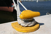 Mooring hook and ship rope — Stock Photo