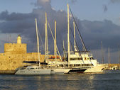 Fortress and yachts at Rhodes island — Stock Photo