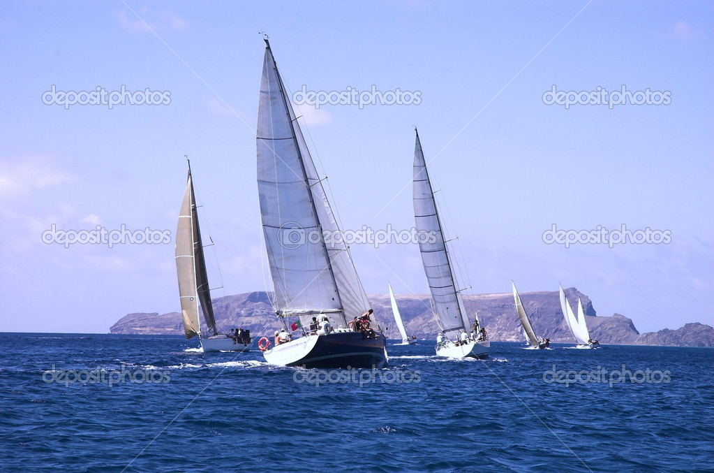 Sailing along the coast — Stock Photo #2037538