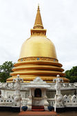Golden stupa in Badulla, Sri Lanka — Stock Photo