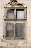 Eski yıkık penceresi — Stok fotoğraf