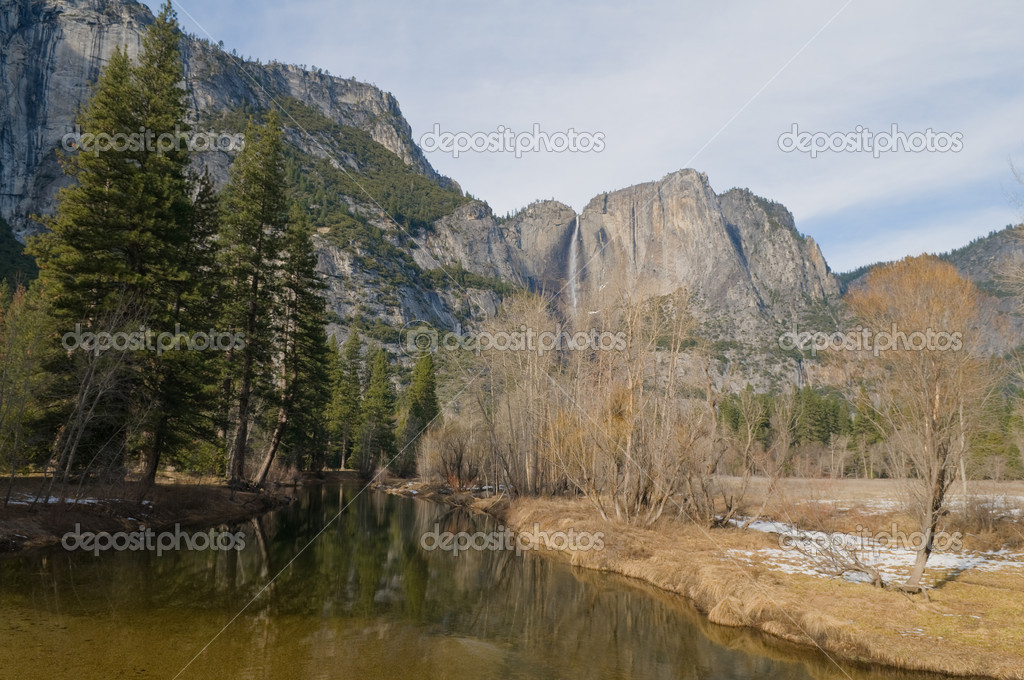 Upper Yosemite Falls, Yosemite National Park, California — Stock Photo #2451695