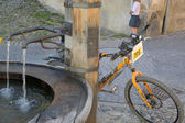 Bike and fountain — Stock Photo