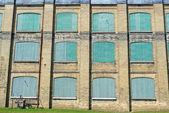 Alte fabrik-fassade-hintergrund — Stockfoto