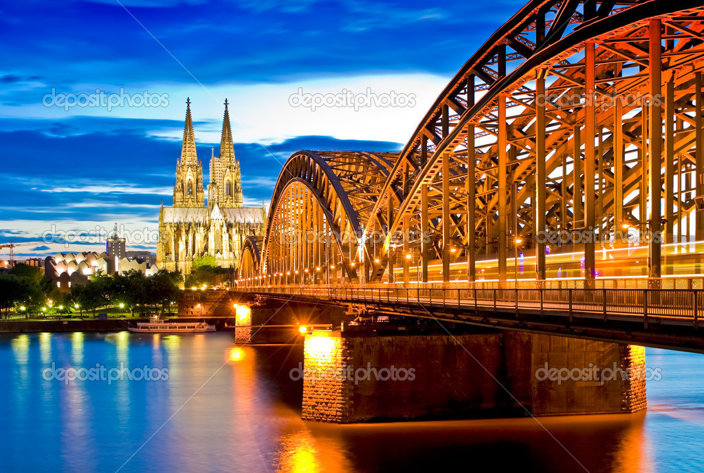 The cathedral in Cologne (Germany) at the blue hour — Stock Photo #1907792