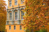 Palace and Autumn Leaves — Stock Photo