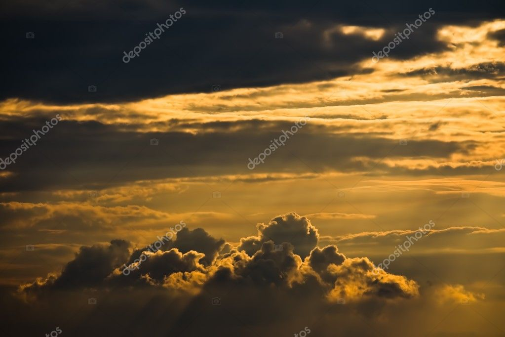 Clouds lit by late afternoon sun — Stock Photo #1998926
