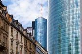 Vecchia e nuova architettura di francoforte — Foto Stock