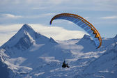 Paragliding in winter high mountain — Stock Photo