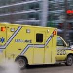 模糊的救护车车超速 — 图库照片