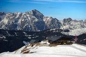 Neve e cabana de montanha — Fotografia Stock