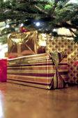 Dárky pod vánoční stromeček — Stock fotografie