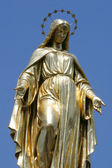 Golden statue of Virgin Mary — Stock Photo