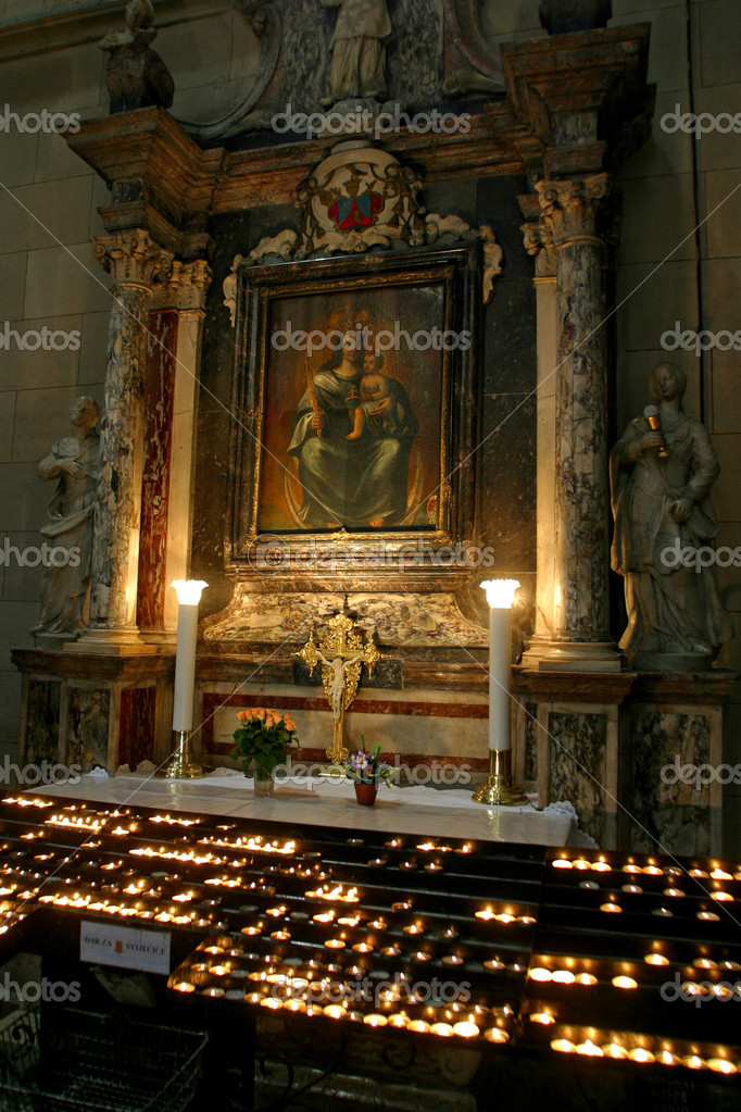 Altar in Zagreb cathedral — Stock Photo #2379358