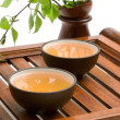 Green tea in brown cups — Stockfoto