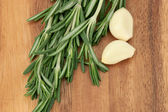 Garlic and rosemary — Stock Photo