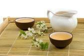 Tea serving in ceramic cups and teapot — Stock Photo