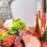 vino e salsiccia affumicata — Foto Stock