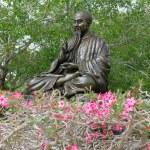 Bronze statue of oriental teachet — Stock Photo #2238209