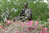 Bronzen standbeeld van oosterse teachet — Stockfoto