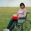 Foto Stock: Womin wheelchair in park