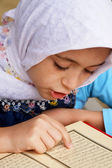 Little muslim girl read her Koran — Stock fotografie