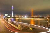 Düsseldorf - tyskland nattbild — Stockfoto