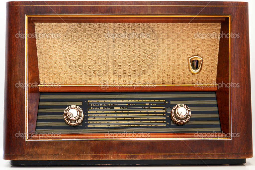 Vintage radio - isolated                               — Stock Photo #2266167