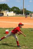 Child playing baseball — Stock Photo