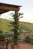 Gazebo overlooking the Tuscany hills — Stock Photo
