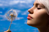 The girl with a dandelion — Stock Photo