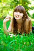 Beauty girl in park — Stock Photo