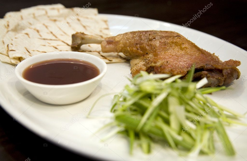 Crispy duck leg with spring onions and plum sauce — Stock Photo #1992404