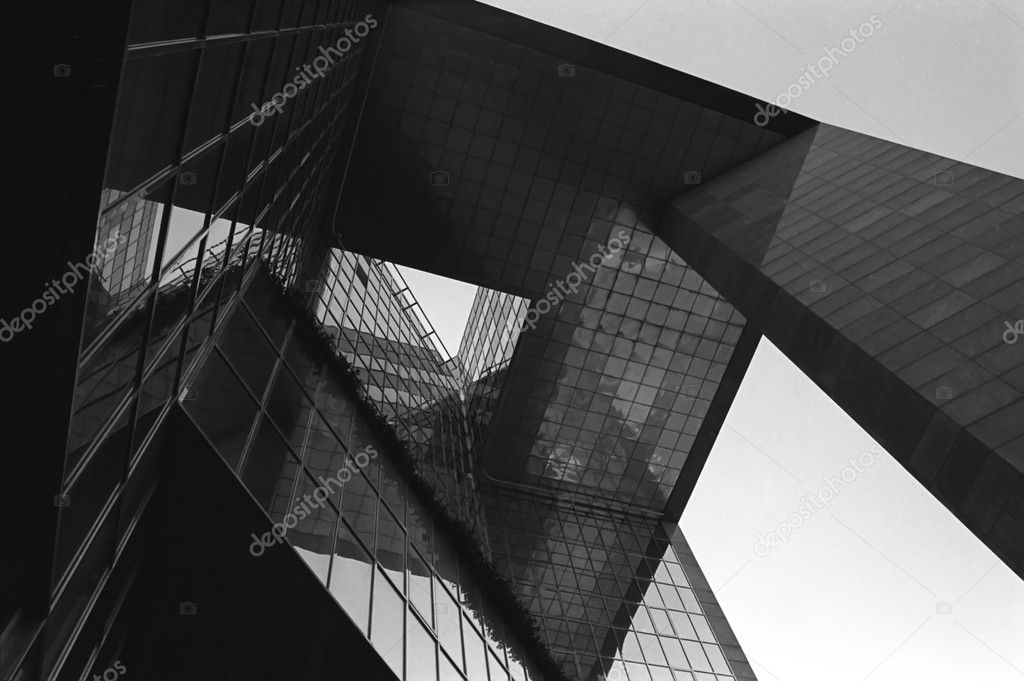 Looking up at the glass architecture of No1 London Bridge. — Stock Photo #2004562