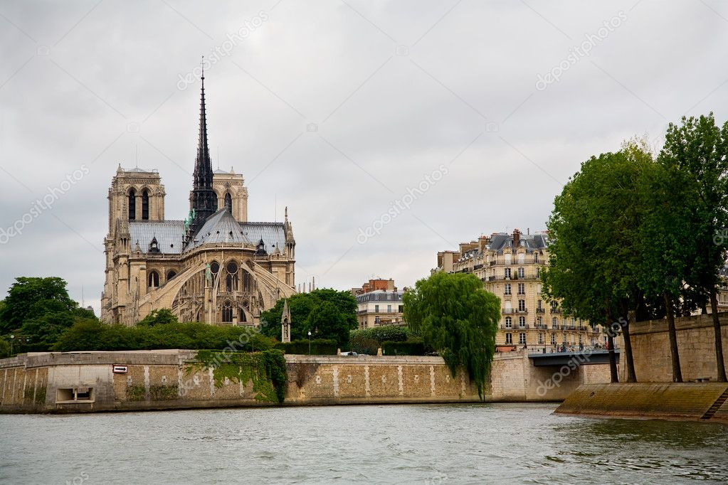 A view of Notre Dame de Paris from the River Seine. — Stock Photo #2029214