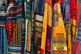 Wielobarwny meksykański poncza haftowane — Zdjęcie stockowe