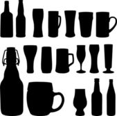 Beer bottles and glasses — Stock vektor
