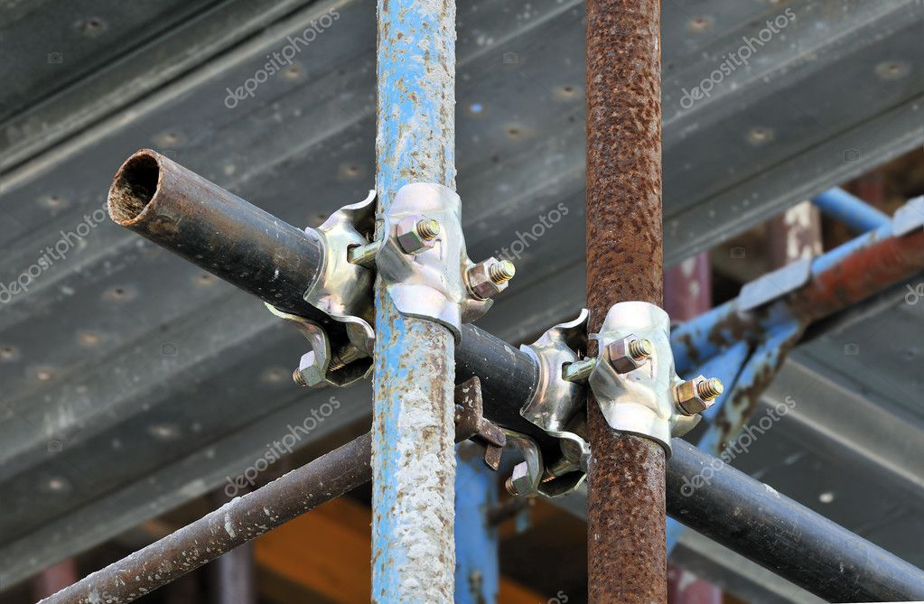Detail of scaffolding with pipes and holdfasts — Stock Photo #1978016