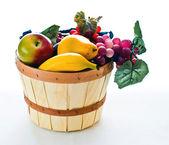 Basket containing fruit — Stockfoto