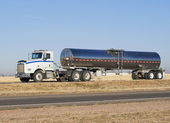 Eighteen wheeler pulling a milk trailer — Stock Photo