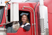 Woman driving an eighteen wheeler — Stock fotografie
