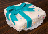 Torta de regalo una pasta de azúcar — Foto de Stock