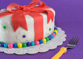 Fondant Gift Cake With Fork — Stock Photo