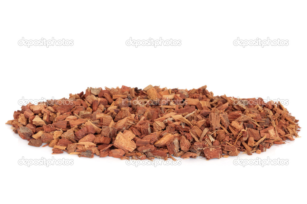 Oak bark used in chinese traditional herbal medicine isolated over white background. Quercus. — Stock Photo #1991997